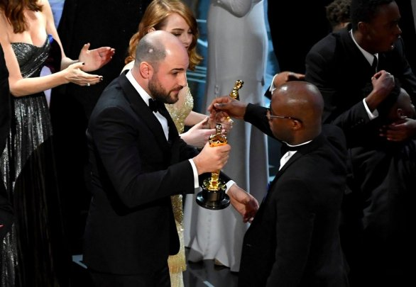 2017-oscars-best-picture-announcement-mistake-pictures